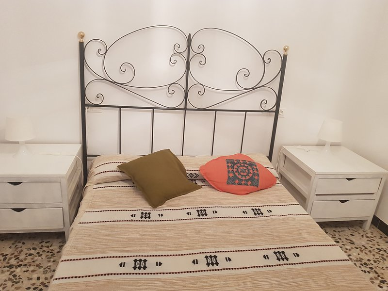 Precioso chalet que consta de 3 dormitorios, cocina, baño y salón con piscina, holiday rental in Olivares