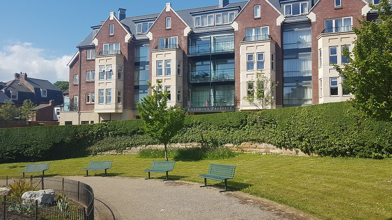 Whitby Vista Apartment. Luxury accommodation. Spectacular views, Private Parking, holiday rental in Scarborough District