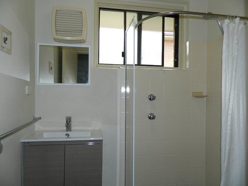 Bathroom, shower & toilet