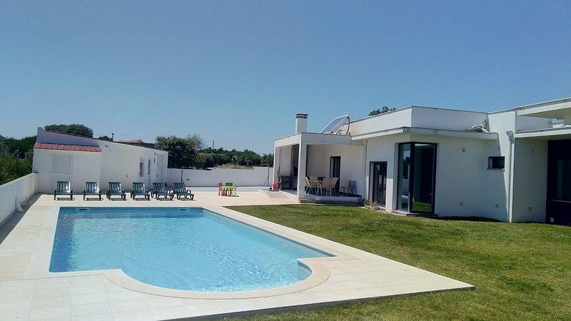 Casa BRUNAT Villa design de plein pied tout confor, holiday rental in Rio Maior