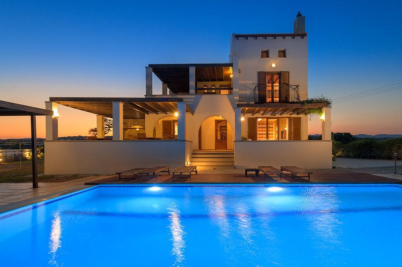 A spacious, tastefully designed, modern villa, location de vacances à Rhodes (ville)