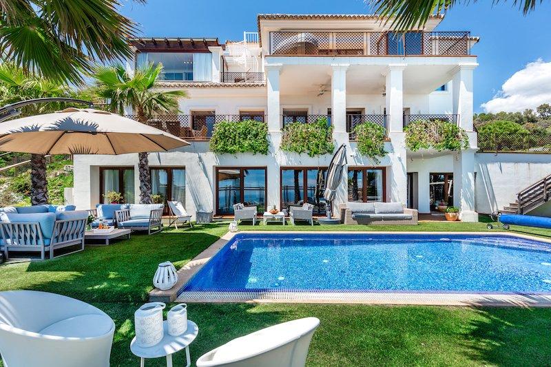 Stunning willa  Julietta with panoramic sea and mountain views ., holiday rental in Benahavis