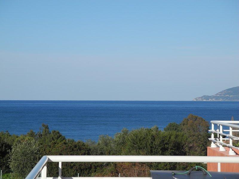 villa 160m² 2 appart 4ch piscine jardin 900 m² pleine nature calme vue mer 600 m, aluguéis de temporada em Saint Florent