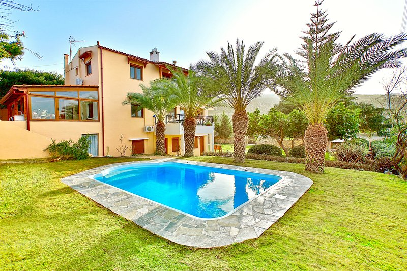 Villa Karteros with private swimming pool, casa vacanza a Karteros