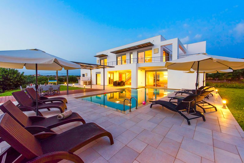 Luxury Villa Cleppe with private swimming pool, holiday rental in Tersanas