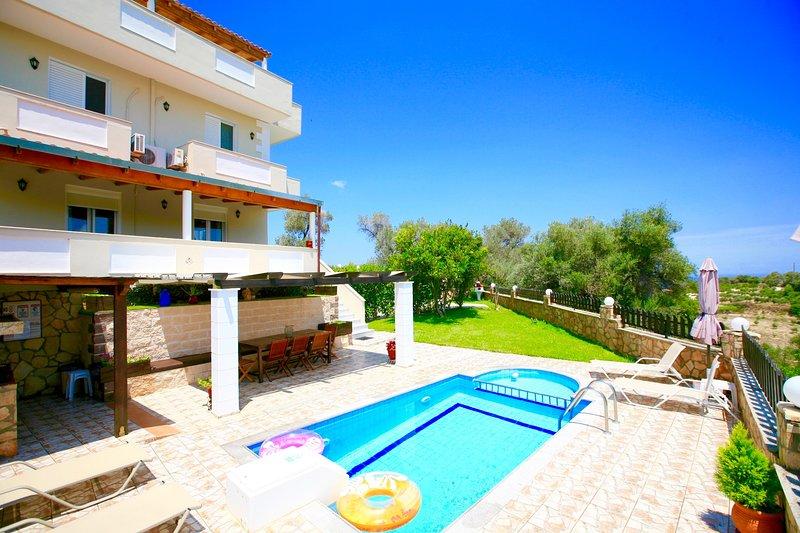 Villa Kirianna with private swimming pool, holiday rental in Kirianna