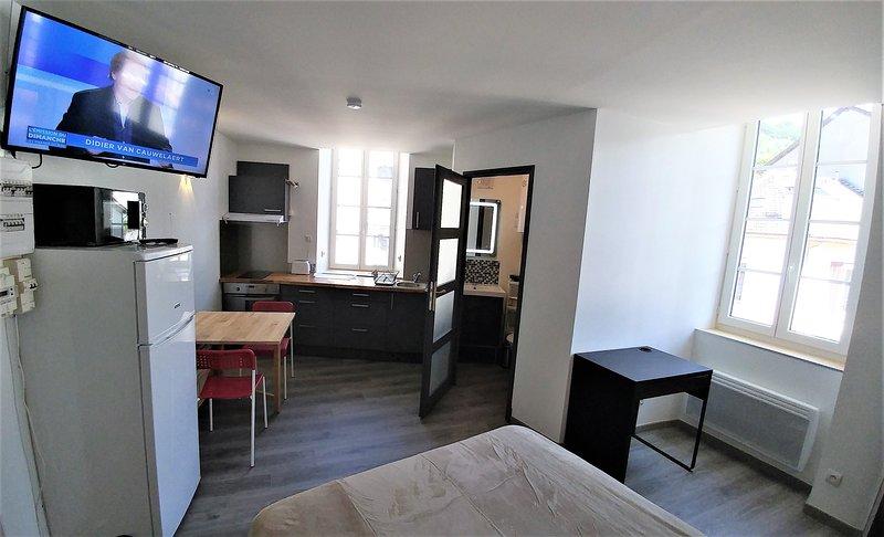 Beaurivage 9 studio 2 personnes au centre d'Ax, 2e étage, location de vacances à Ax-les-Thermes