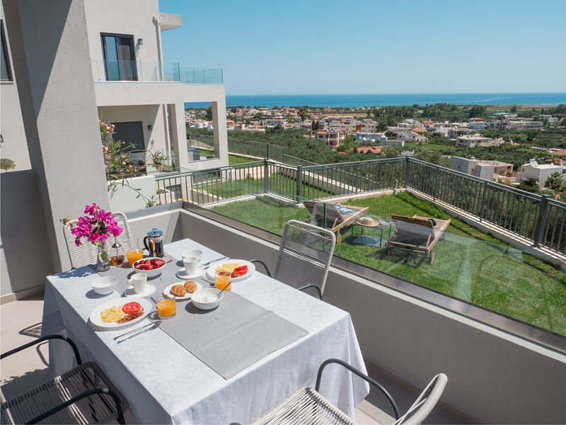 Dempla Heights Villas - Villa Andre with Sea View, holiday rental in Voukolies