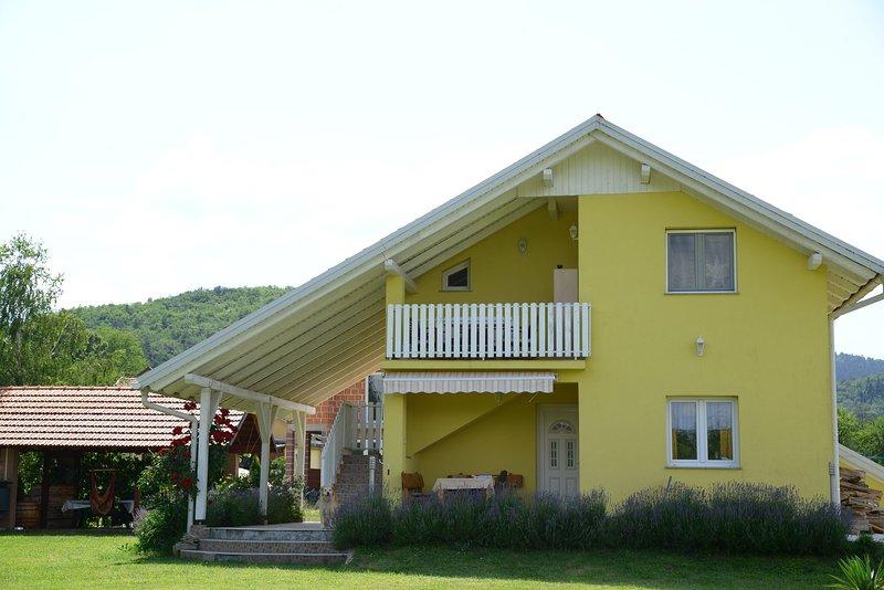 GackaLand Apartment Nora on river Gacka, casa vacanza a Otocac