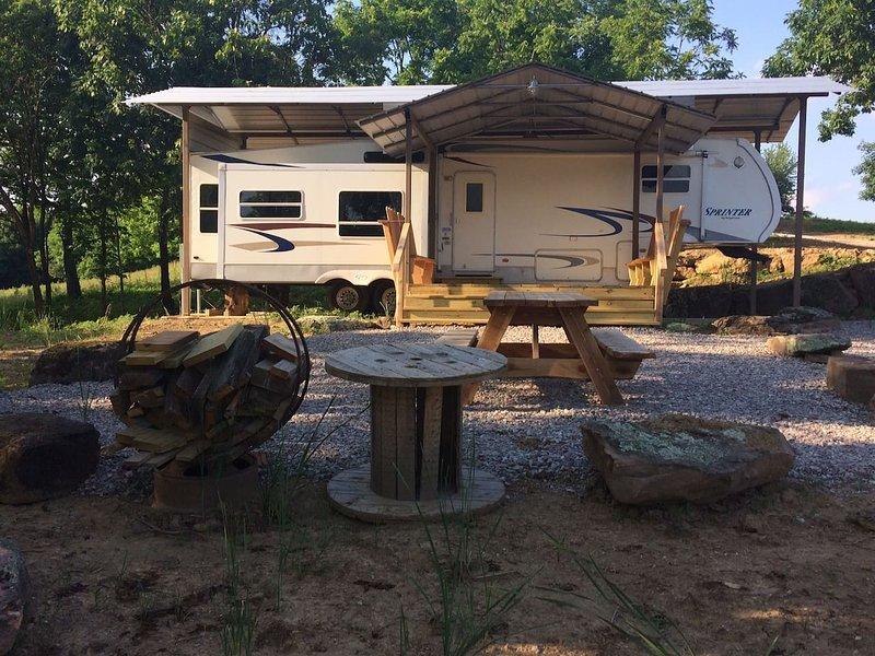 Wagon Wheel-Bordering Lost Valley State Park, location de vacances à Huntsville
