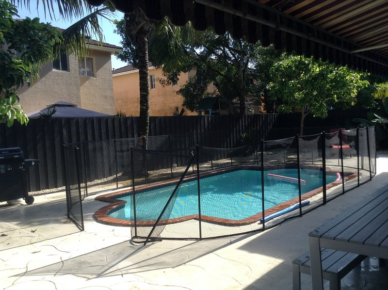 Spacious house, private pool, AC, free WIFI, residential location, south Miami, alquiler vacacional en Florida City