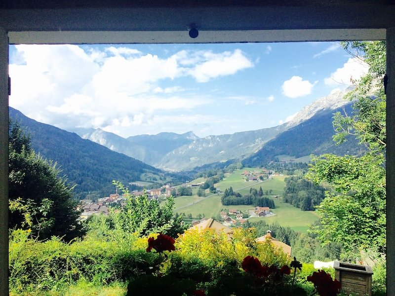Chalet Le Daim-spectacular views near Annecy, La Clusaz & Le Grand Bornand, vacation rental in La Clusaz