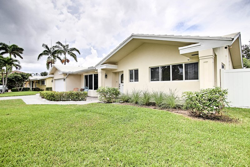 Claim this 3-bed, 2-bath vacation rental as your Lighthouse Point home base!