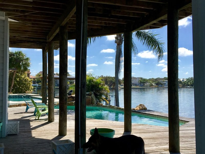 Gulf Front Island Paradise with dock and pool - Special September Rates!, vacation rental in Crystal Beach