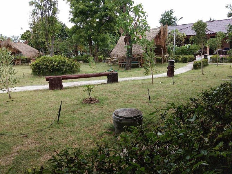 Sukhothai Grand Resort & Spa (Standard King Room 2), holiday rental in Sukhothai