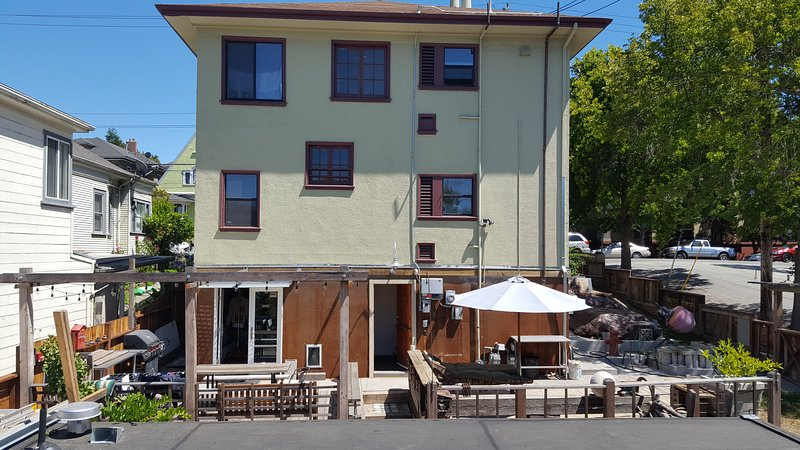 450sf Studio/In-Law w/ Shipping Container Cabin, vacation rental in Oakland