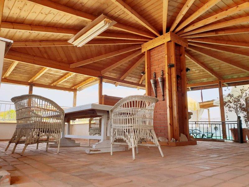 Klau's Beach Penthouse Mali Robit Golem, holiday rental in Kavaje