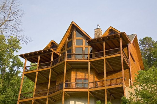 Outlaw Ridge features Huge Covered Porches Overlooking the Gorgeous Toccoa River
