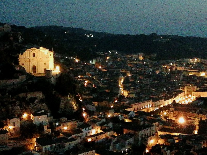 Casa vacanze adeste 41, holiday rental in Scicli