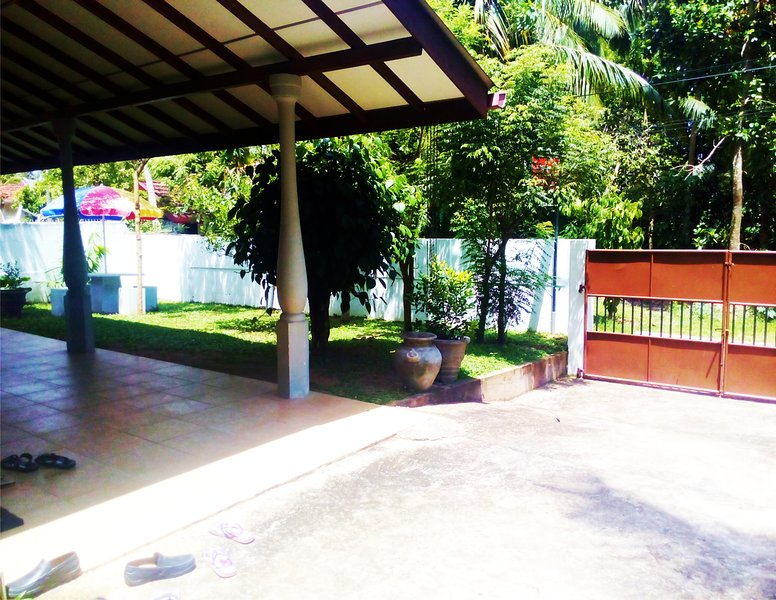 Residence Kuruniya - House with Garden, holiday rental in Unawatuna