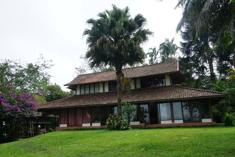 Three Bedroom House on Ft. of Mount Batukaru, vacation rental in Pupuan