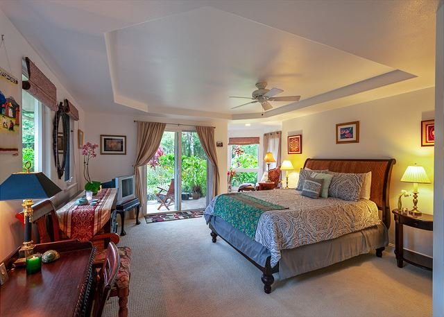 Villas of Kamalii 37-stately townhouse with AC, by golf, w/pool, BBQ, hot tub, vacation rental in Princeville