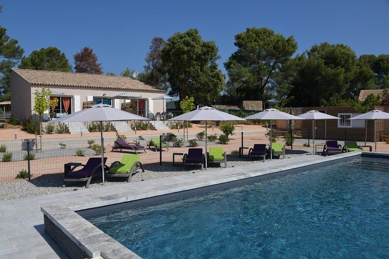La Londe beau gîte 45m² marron 4* propriété agricole piscine climatisation wifi, casa vacanza a La Londe Les Maures