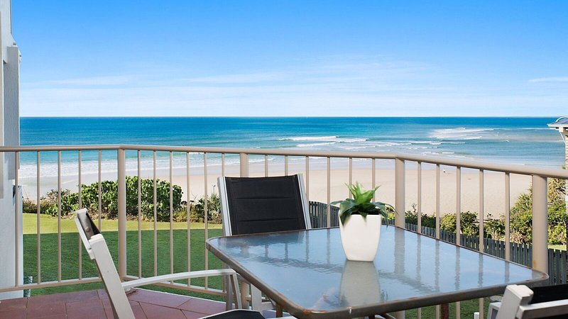 Chiswell Place Unit 2 Kings Beach QLD, vacation rental in Kings Beach
