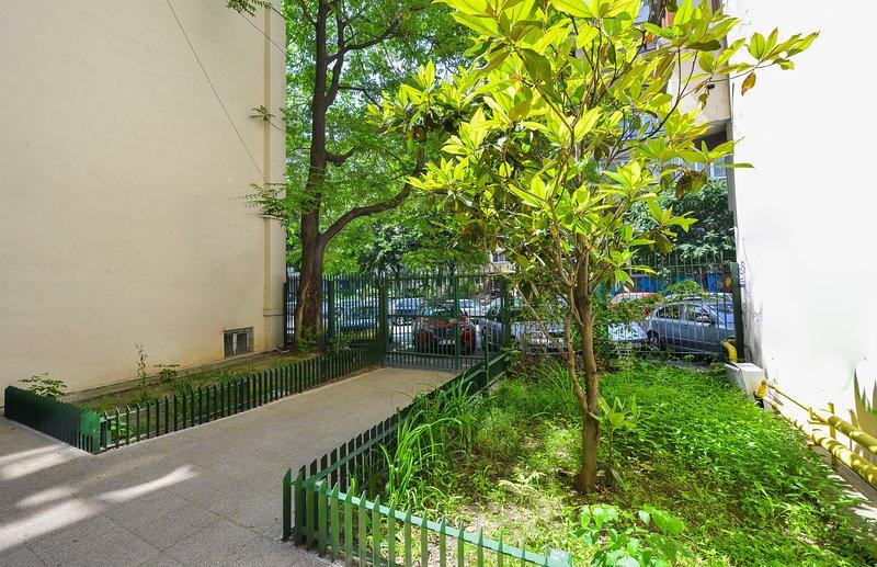 Cismigiu Apartments - Cismigiu Gardens - Living room - Building Entrance.