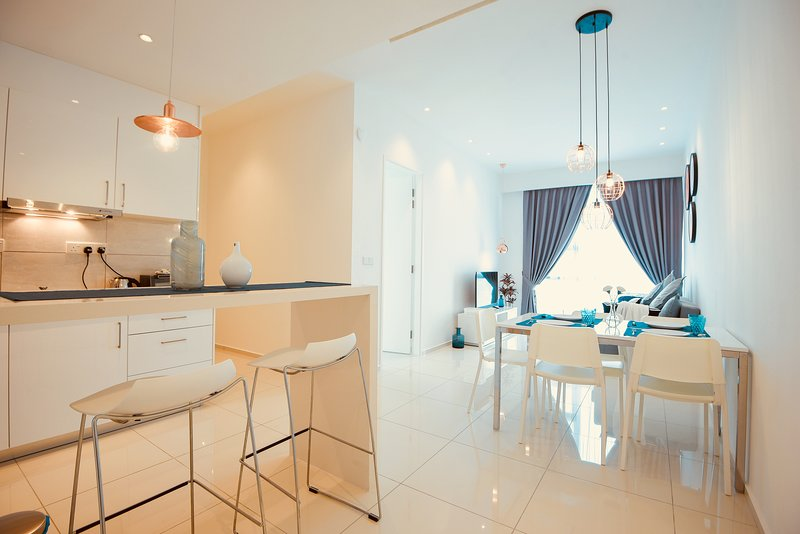 Bukit Bintang 2 Bedrooms 2 Bathrooms Luxurious Home For 6 pax., holiday rental in Kuala Lumpur
