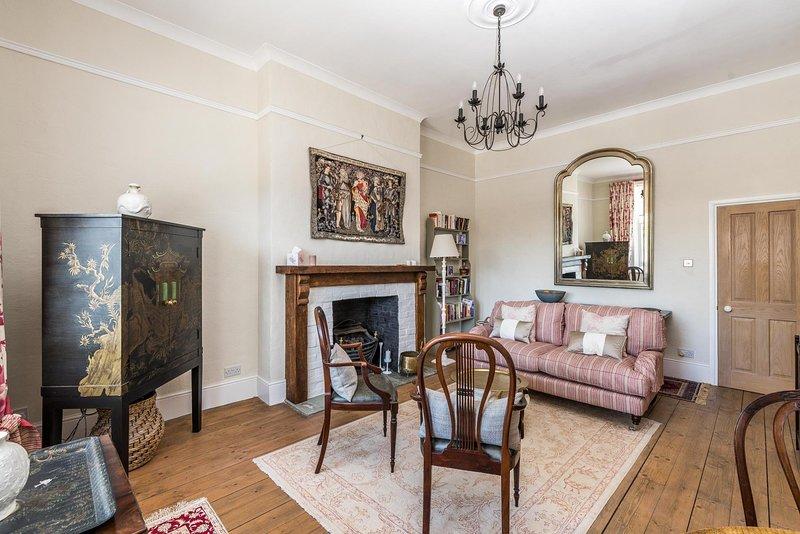 NEW Luxury 1BD Flat in Heart of Kensington Olympia, alquiler de vacaciones en Chiswick