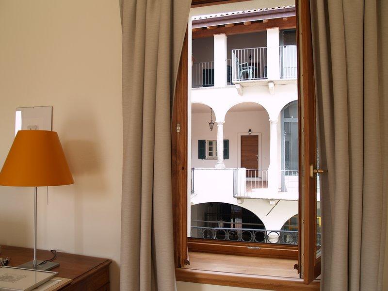 Apartment 'Sole' in Casa Botta - Luino Lago Maggiore, holiday rental in Luino
