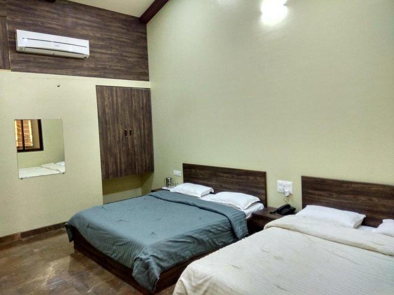 Ambassador Hotel - DELUXE QUADRUPLE ROOM 2, holiday rental in Wai