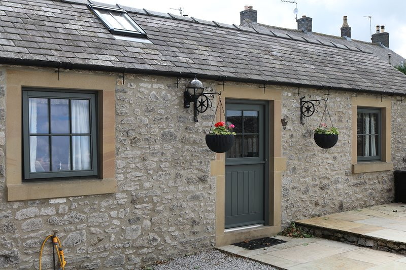 Keepers Cottage is a cosy, double fronted property that is all arranged on one level.