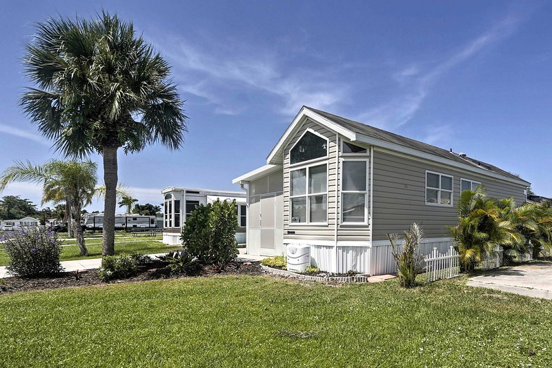 Naples Home w/Lanai & Shared Pool < 4 Mi to Beach!, holiday rental in North Naples