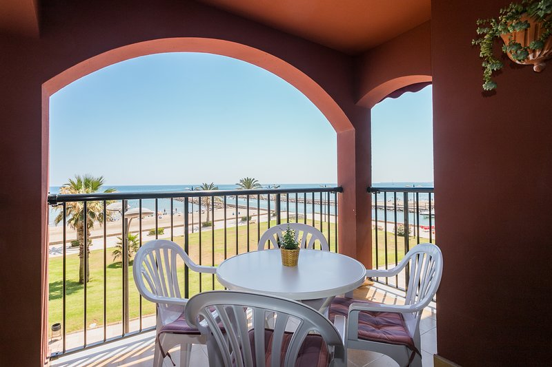 Terrace overlooking the promenade and the beach, equipped with a table and 4 chairs. Terrace with views