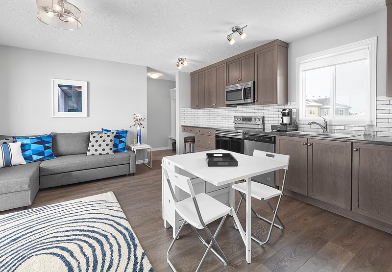 Grey Havens Laneway Home Near West Edmonton Mall with garage and AC, holiday rental in Edmonton