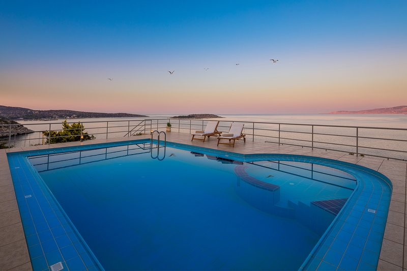 Villa Elion with Astonishing  Sea and Mountain Views and Totally Privacy, vacation rental in Akrotiri