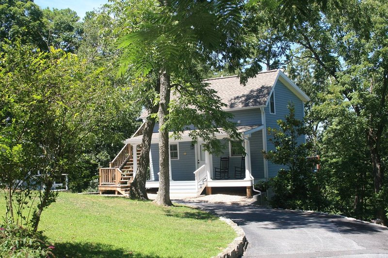 Grotto Spring Cottage - Historic Lookout Estate, vacation rental in Eureka Springs