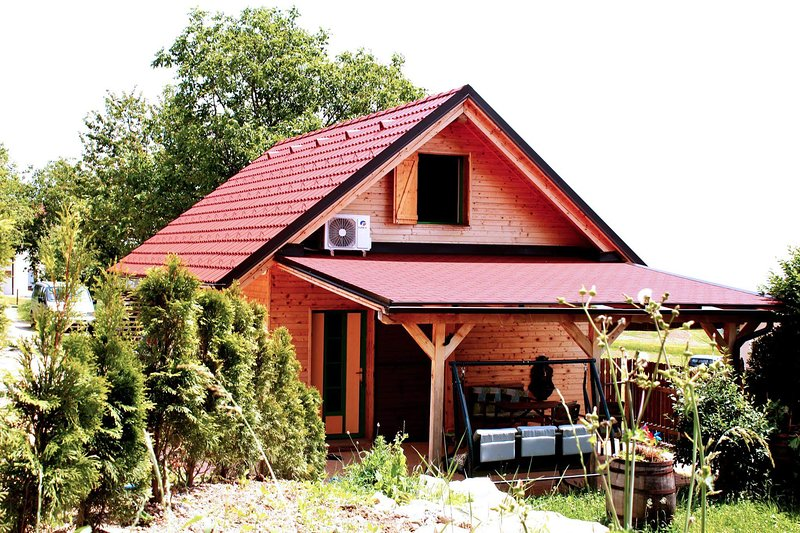 Panorama COTTAGE near Maribor is a holiday rental for your recharging vacations, holiday rental in Smarje Pri Jelsah