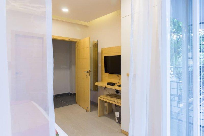 Rockstar yellow suite| Handmade Homes, Ferienwohnung in Kalkutta