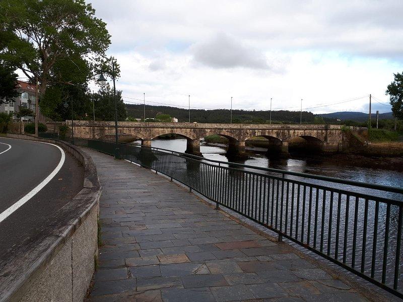 A ponte velha que acolhe a cidade de Ponteceso