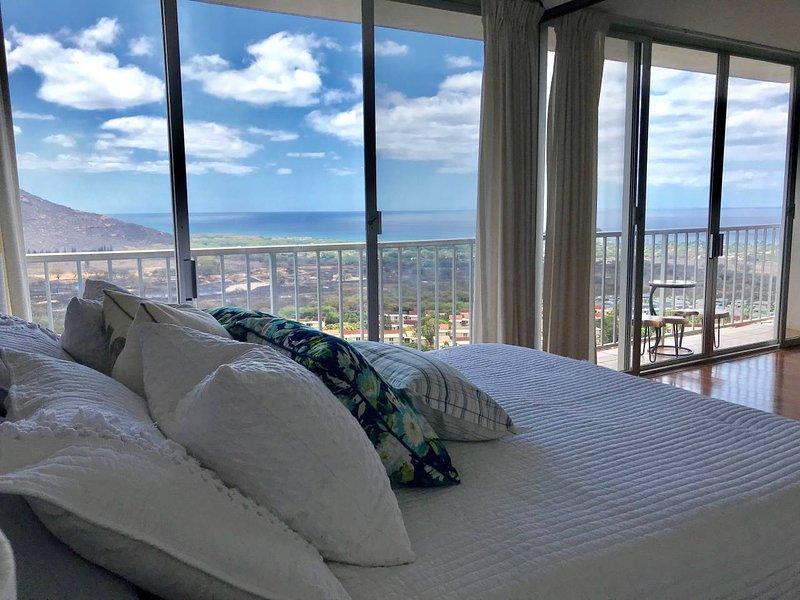 Panoramic Ocean/Mountain View condo, holiday rental in Makaha