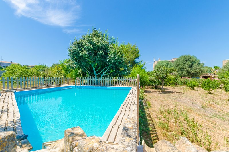 HORT DE CAN BOU - Villa for 8 people in Porreres, holiday rental in Majorca
