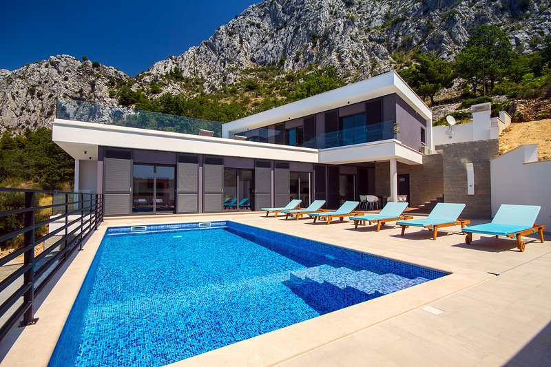 Modern and luxury Villa Kanunel with 4 en-suite bedrooms with amazing sea views
