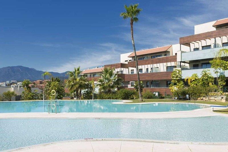 LUXURY RESORT MARBELLA GRILL WIFI POOL GOLF FAMILY, vacation rental in Cancelada