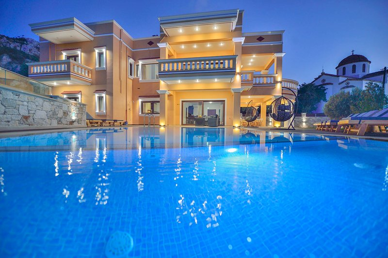 7 bedroom villa Grand Olympia with seaview, private pool/Ideal for big groups, vacation rental in Kavousi
