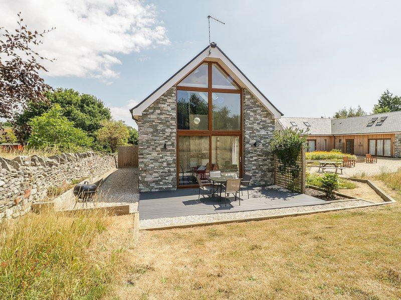 BUDMOUTH, superb, modern cottage, en-suite, dog-friendly, Smart TV, in Upwey, holiday rental in Upwey