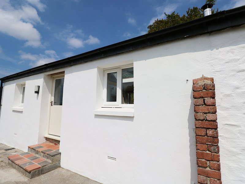 THE OLD DAIRY, open-plan dairy conversion with views, near Whitland, holiday rental in St Clears