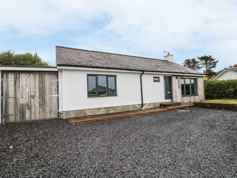 DOLDEG, enclosed garden, underfloor heating, in Criccieth, holiday rental in Criccieth